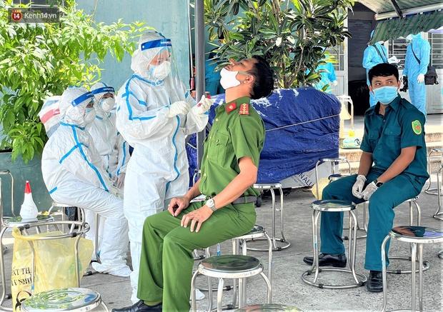 Đà Nẵng phong tỏa 1 chung cư, xét nghiệm 500 người vì liên quan đến ca dương tính với SARS-CoV-2 - Ảnh 7.