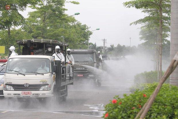 Ảnh: Quân đội tổng lực phun khử khuẩn, tiêu độc Bệnh viện Bệnh Nhiệt đới Trung ương cơ sở 2 - Ảnh 10.