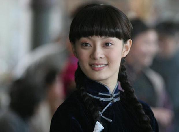 Dương Tử tết tóc bím xinh bá cháy chưa từng thấy, còn gợi nhớ đến mỹ nhân Bến Thượng Hải năm nào - Ảnh 7.