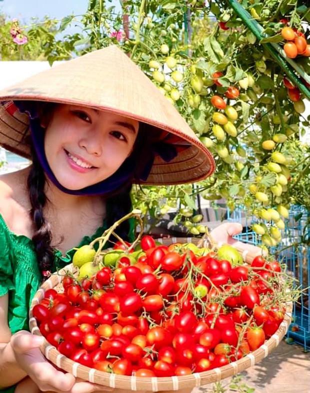 Con gái Quyền Linh đi làm vườn mà bùng nổ visual với vẻ ngoài xinh xỉu, để mặt mộc cũng không thể dìm được - Ảnh 4.