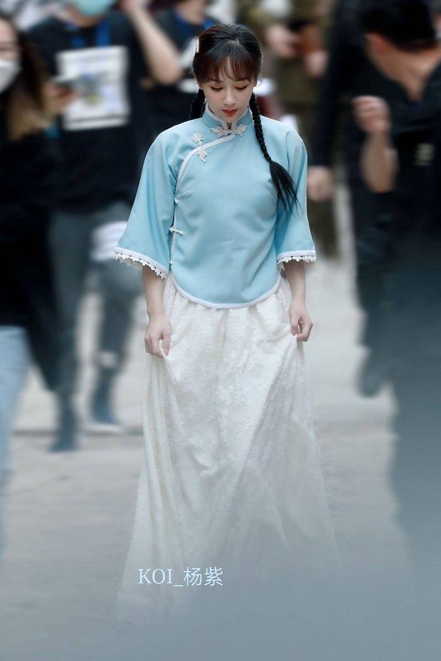 Dương Tử tết tóc bím xinh bá cháy chưa từng thấy, còn gợi nhớ đến mỹ nhân Bến Thượng Hải năm nào - Ảnh 1.