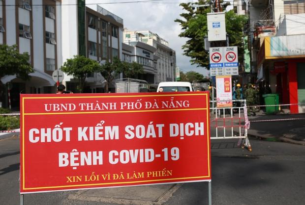 Phong tỏa, phun khử khuẩn khu dân cư xung quanh vũ trường lớn nhất Đà Nẵng vì liên quan ca mắc Covid-19 - Ảnh 2.