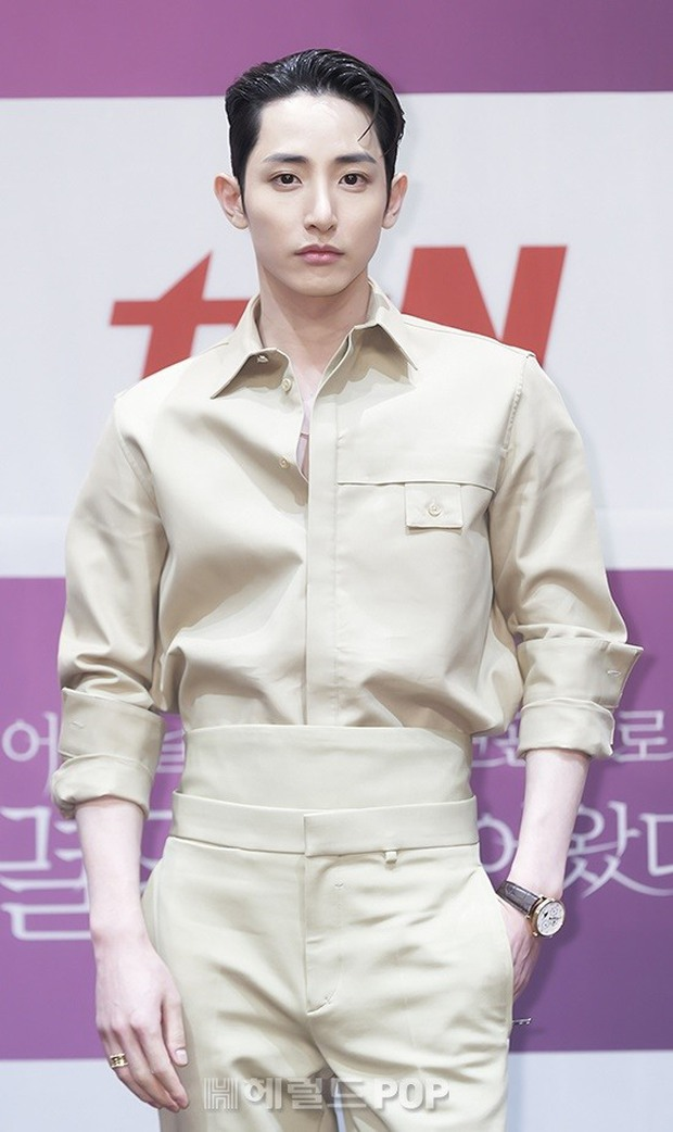 Park Bo Young như mà cà rồng trẻ mãi không già, biến thành tí hon lọt thỏm giữa tài tử Reply 1997, nữ phụ 1m74 và dàn nam thần - Ảnh 9.