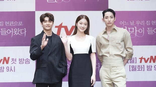 Park Bo Young như mà cà rồng trẻ mãi không già, biến thành tí hon lọt thỏm giữa tài tử Reply 1997, nữ phụ 1m74 và dàn nam thần - Ảnh 12.