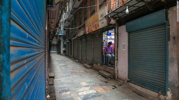 Nepal trên bờ vực trở thành một địa ngục Covid ngay bên cạnh Ấn Độ, thậm chí sẽ còn kinh khủng hơn nữa - Ảnh 2.