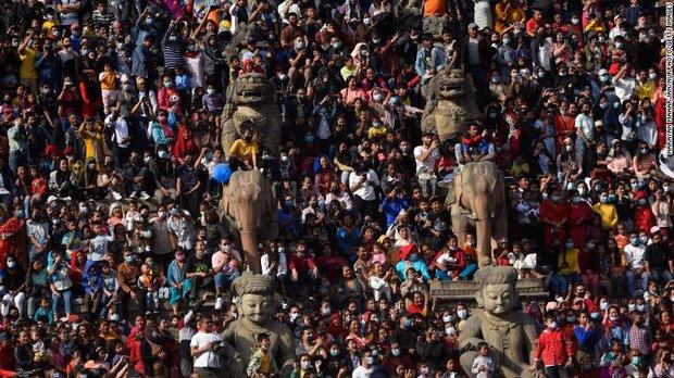 Nepal trên bờ vực trở thành một địa ngục Covid ngay bên cạnh Ấn Độ, thậm chí sẽ còn kinh khủng hơn nữa - Ảnh 3.