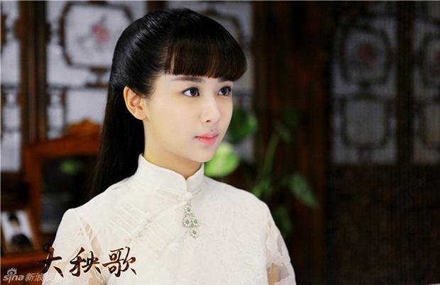 Dương Tử tết tóc bím xinh bá cháy chưa từng thấy, còn gợi nhớ đến mỹ nhân Bến Thượng Hải năm nào - Ảnh 5.