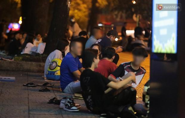Clip, ảnh: Giới trẻ Sài Gòn vô tư tụ tập, không đeo khẩu trang trong tình hình dịch Covid-19 diễn biến phức tạp - Ảnh 10.