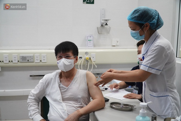 Thứ trưởng Bộ Y tế: Hiệu quả của vaccine phòng Covid-19 đã được công nhận, nếu tiêm rồi mà mắc thì bệnh sẽ nhẹ đi rất nhiều - Ảnh 2.