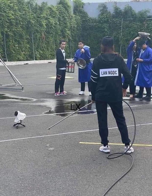 Lộ ảnh Jack ướt nhẹp cùng Jun Phạm, Ninh Dương Lan Ngọc chơi Running Man Việt - Ảnh 2.