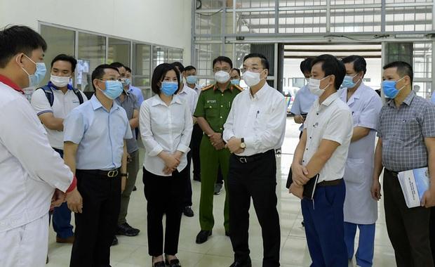CLIP: Cận cảnh bên trong Bệnh viện dã chiến Mê Linh sẵn sàng tiếp nhận 300 F1 - Ảnh 2.