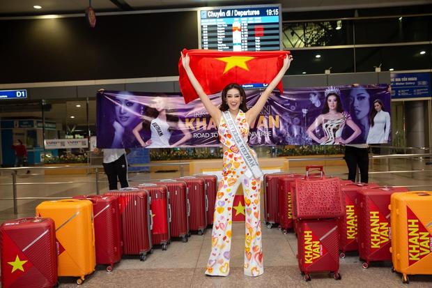 Khánh Vân chặt chém hội chị em Miss Universe bằng bộ đầm khoét xẻ tưng bừng, tụt cân thấy rõ nhưng vẫn quá rạng ngời - Ảnh 1.