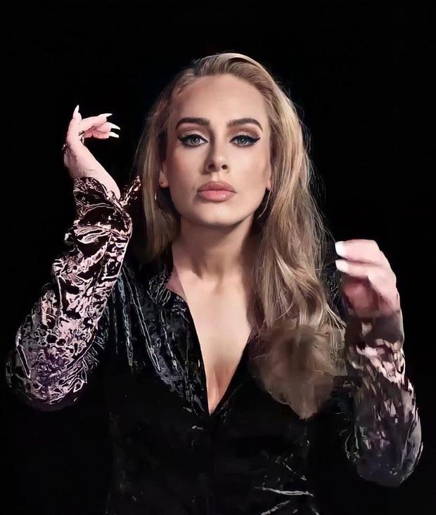 Adele gây sốc với gương mặt nhăn nheo chảy xệ, mắt đầy nếp nhăn do giảm cân đột ngột khiến người hâm mộ xót xa - Ảnh 4.