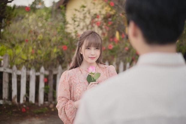 Netizen nhận xét MV Thiều Bảo Trâm nhạt, diễn giả trân, còn so sánh với Chi Pu - Phí Phương Anh - Ảnh 9.