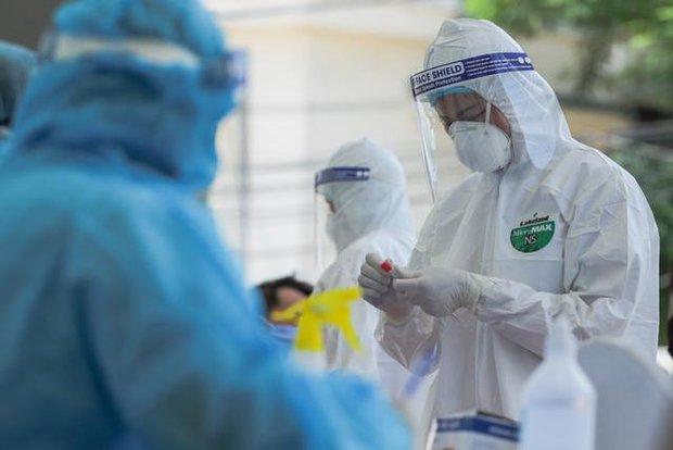 2 người ở TP.HCM có kết quả test nhanh SARS-CoV-2 dương tính tại Campuchia: Bác sĩ chỉ ra 2 khả năng - Ảnh 1.