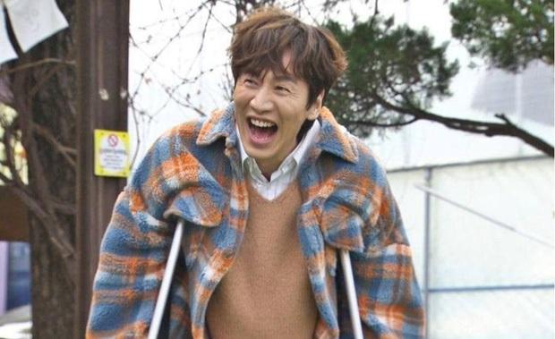 Không chỉ có Lee Kwang Soo mệt mỏi vì chấn thương, mà người đồng hành này cũng hi sinh không kém? - Ảnh 1.