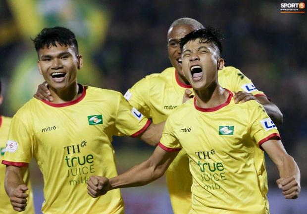 Phan Văn Đức cùng các đồng đội trở thành F2, trận đấu với Hà Nội FC nguy cơ hoãn - Ảnh 1.