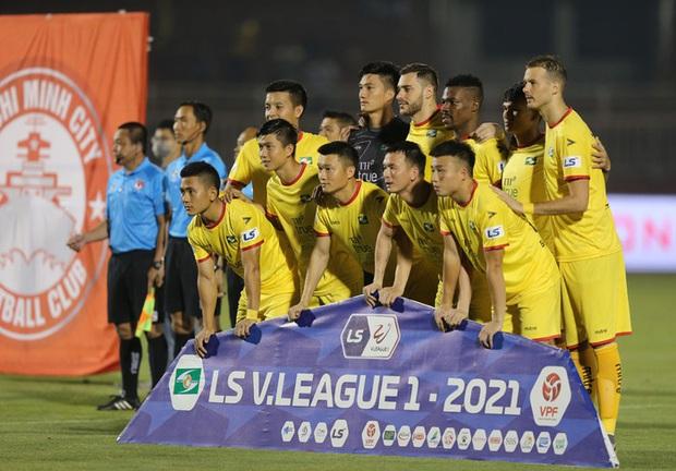 Vòng 13 V.League 2021 chính thức hoãn - Ảnh 1.