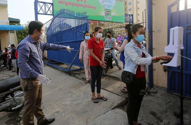 Campuchia báo cáo 650 ca COVID-19 mới trong ngày, dỡ lệnh phong tỏa thủ đô - Ảnh 1.