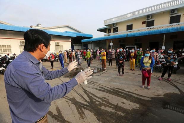 Campuchia báo cáo 650 ca COVID-19 mới trong ngày, dỡ lệnh phong tỏa thủ đô - Ảnh 2.