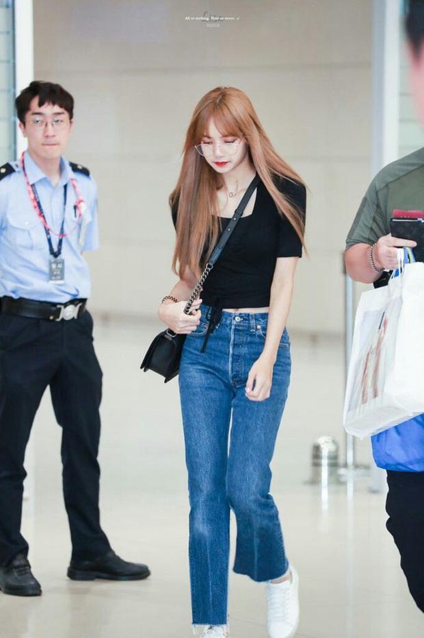 Học Lisa 13 cách diện quần jeans siêu cấp sành điệu, chị em sẽ không thể mặc xấu - Ảnh 1.