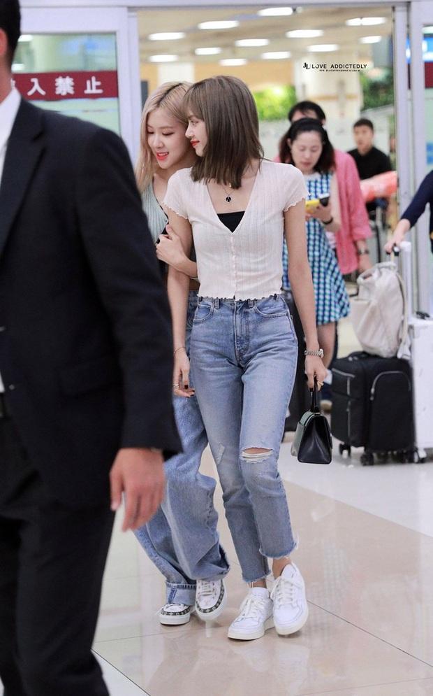Học Lisa 13 cách diện quần jeans siêu cấp sành điệu, chị em sẽ không thể mặc xấu - Ảnh 12.