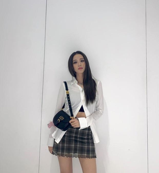 Không phải chân váy dài, đây mới là kiểu chân váy Jisoo mặc vì giúp ăn gian cả chục phân chiều cao - Ảnh 3.