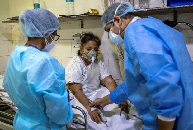 Ai được cứu, ai không?: Cuộc chiến sinh tử chống Covid-19 tại bệnh viện ở Ấn Độ - Ảnh 3.