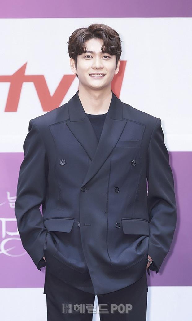 Park Bo Young như mà cà rồng trẻ mãi không già, biến thành tí hon lọt thỏm giữa tài tử Reply 1997, nữ phụ 1m74 và dàn nam thần - Ảnh 8.