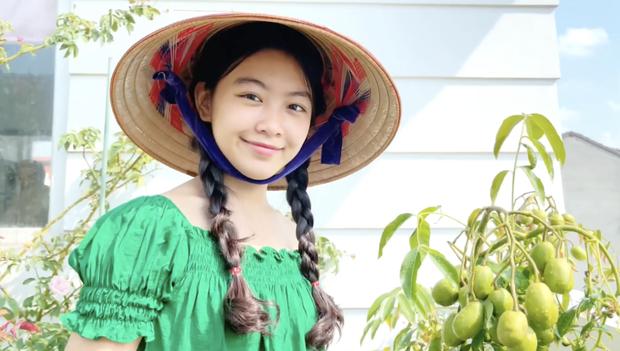 Clip full HD nhan sắc của Lọ Lem nhà MC Quyền Linh, đến đi hái cà chua cũng đẹp quá trời quá đất - Ảnh 3.