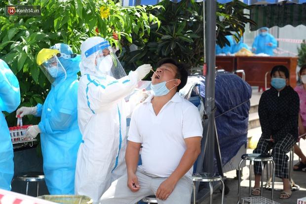 Đà Nẵng phong tỏa 1 chung cư, xét nghiệm 500 người vì liên quan đến ca dương tính với SARS-CoV-2 - Ảnh 8.
