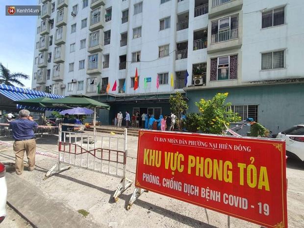 Đà Nẵng phong tỏa 1 chung cư, xét nghiệm 500 người vì liên quan đến ca dương tính với SARS-CoV-2 - Ảnh 1.