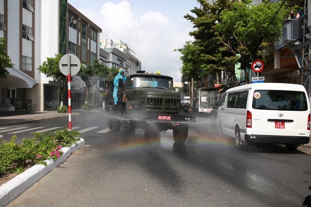 Phong tỏa, phun khử khuẩn khu dân cư xung quanh vũ trường lớn nhất Đà Nẵng vì liên quan ca mắc Covid-19 - Ảnh 3.