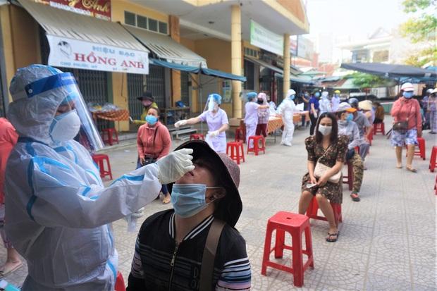 Lịch trình của 2 ca dương tính SARS-CoV-2 trong 1 gia đình gần vũ trường lớn nhất Đà Nẵng - Ảnh 2.