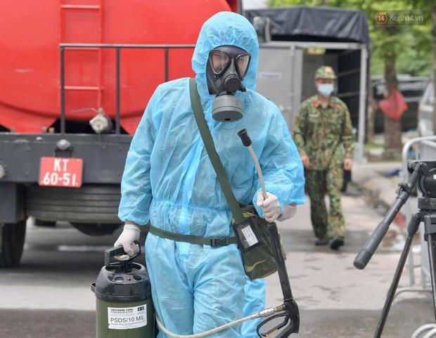 Ảnh: Hơn 1km tuyến đường ven bệnh viện với hơn 6,6 hecta Viện K Tân Triều được phun khử khuẩn, tiêu độc - Ảnh 6.