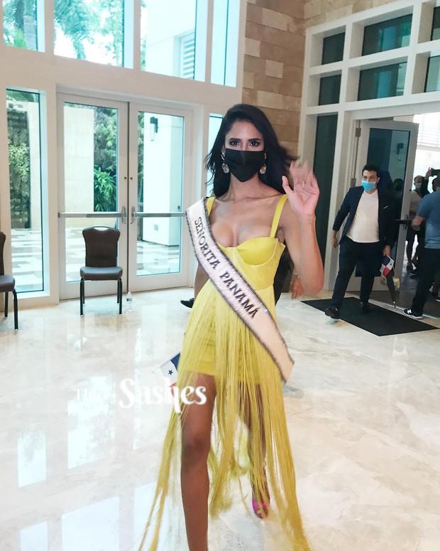 """Netizen thất vọng vì chủ nhà Mỹ tại Miss Universe đi dép bệt lộ diện kém đầu tư, Khánh Vân cùng dàn đối thủ chào sân"""" cực căng! - Ảnh 6."""