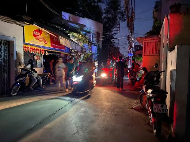 Cháy nhà ở Sài Gòn, 7 người mắc kẹt, tử vong thương tâm - Ảnh 1.