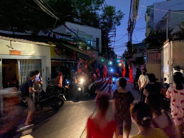 Cháy nhà ở Sài Gòn, 7 người mắc kẹt, tử vong thương tâm - Ảnh 9.