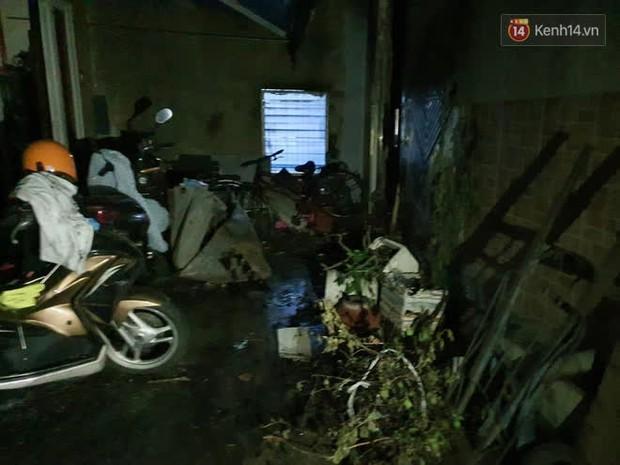 Ảnh: Hiện trường vụ cháy kinh hoàng khiến 7 người mắc kẹt tử vong thương tâm ở Sài Gòn - Ảnh 18.