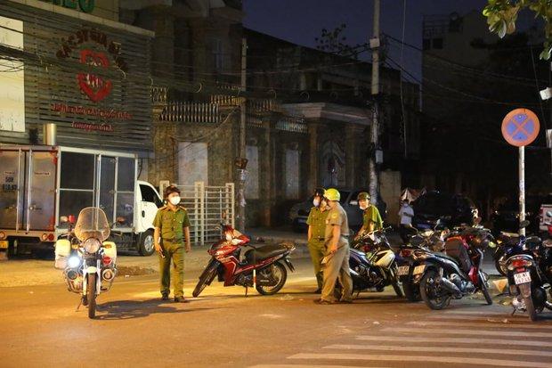 Cháy nhà ở Sài Gòn, 7 người mắc kẹt, tử vong thương tâm - Ảnh 6.