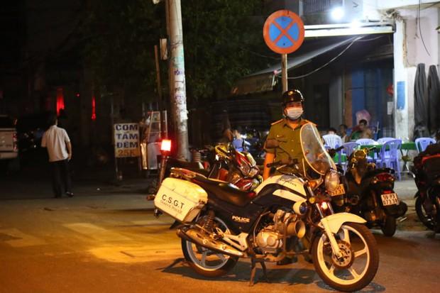 Cháy nhà ở Sài Gòn, 7 người mắc kẹt, tử vong thương tâm - Ảnh 7.
