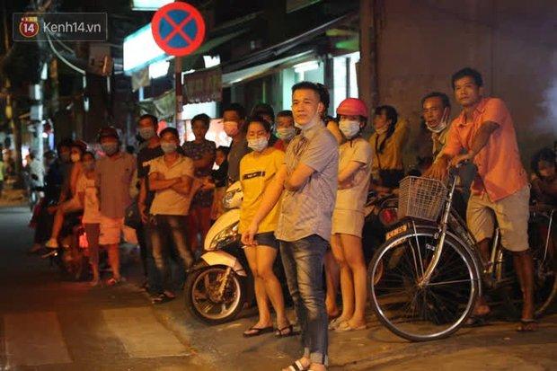 Cháy nhà ở Sài Gòn khiến ít nhất 7 người tử vong thương tâm: Khoảng 10 người mắc kẹt không thoát ra được - Ảnh 13.