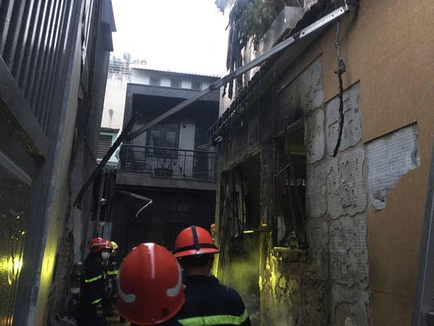Cháy nhà ở Sài Gòn, 7 người mắc kẹt, tử vong thương tâm - Ảnh 2.