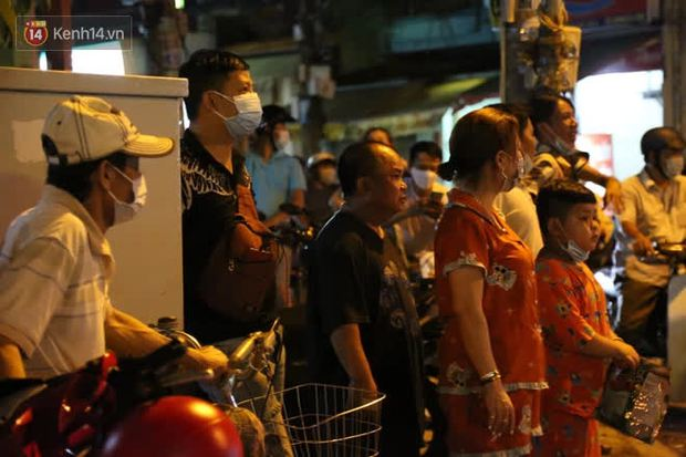 Cháy nhà ở Sài Gòn khiến ít nhất 7 người tử vong thương tâm: Khoảng 10 người mắc kẹt không thoát ra được - Ảnh 12.