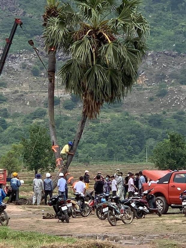 Biểu tượng check in tình yêu của giới trẻ rơi vào cảnh chia ly khiến người dân Tây Ninh phải trầy trật cứu vớt - Ảnh 3.