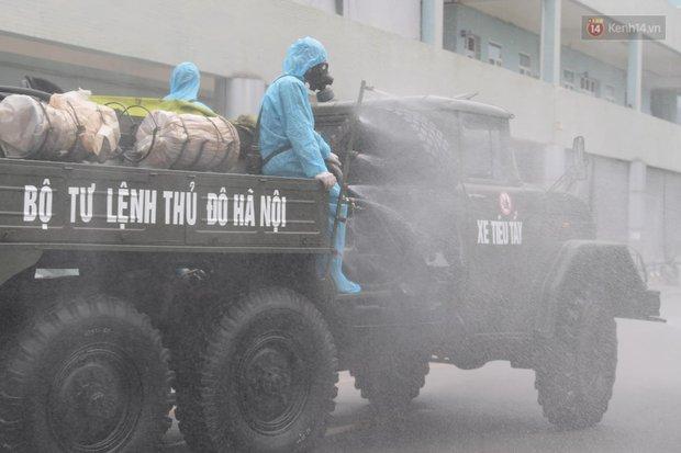 Ảnh: Hơn 1km tuyến đường ven bệnh viện với hơn 6,6 hecta Viện K Tân Triều được phun khử khuẩn, tiêu độc - Ảnh 7.