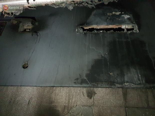 Ám ảnh trong căn nhà cháy khiến 7 người tử vong, trong đó có cô giáo và các em nhỏ: Đồ đạc ám khói đen, xe máy trơ khung - Ảnh 5.