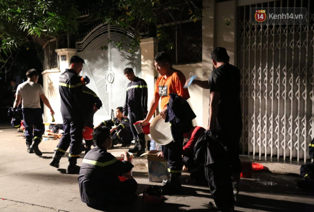 Ảnh: Hiện trường vụ cháy kinh hoàng khiến 7 người mắc kẹt tử vong thương tâm ở Sài Gòn - Ảnh 14.