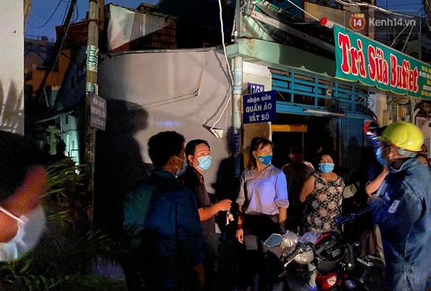 Ảnh: Hiện trường vụ cháy kinh hoàng khiến 7 người mắc kẹt tử vong thương tâm ở Sài Gòn - Ảnh 13.