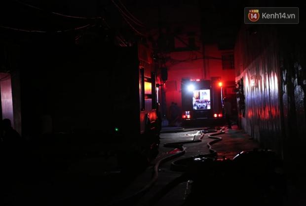 Ảnh: Hiện trường vụ cháy kinh hoàng khiến 7 người mắc kẹt tử vong thương tâm ở Sài Gòn - Ảnh 6.